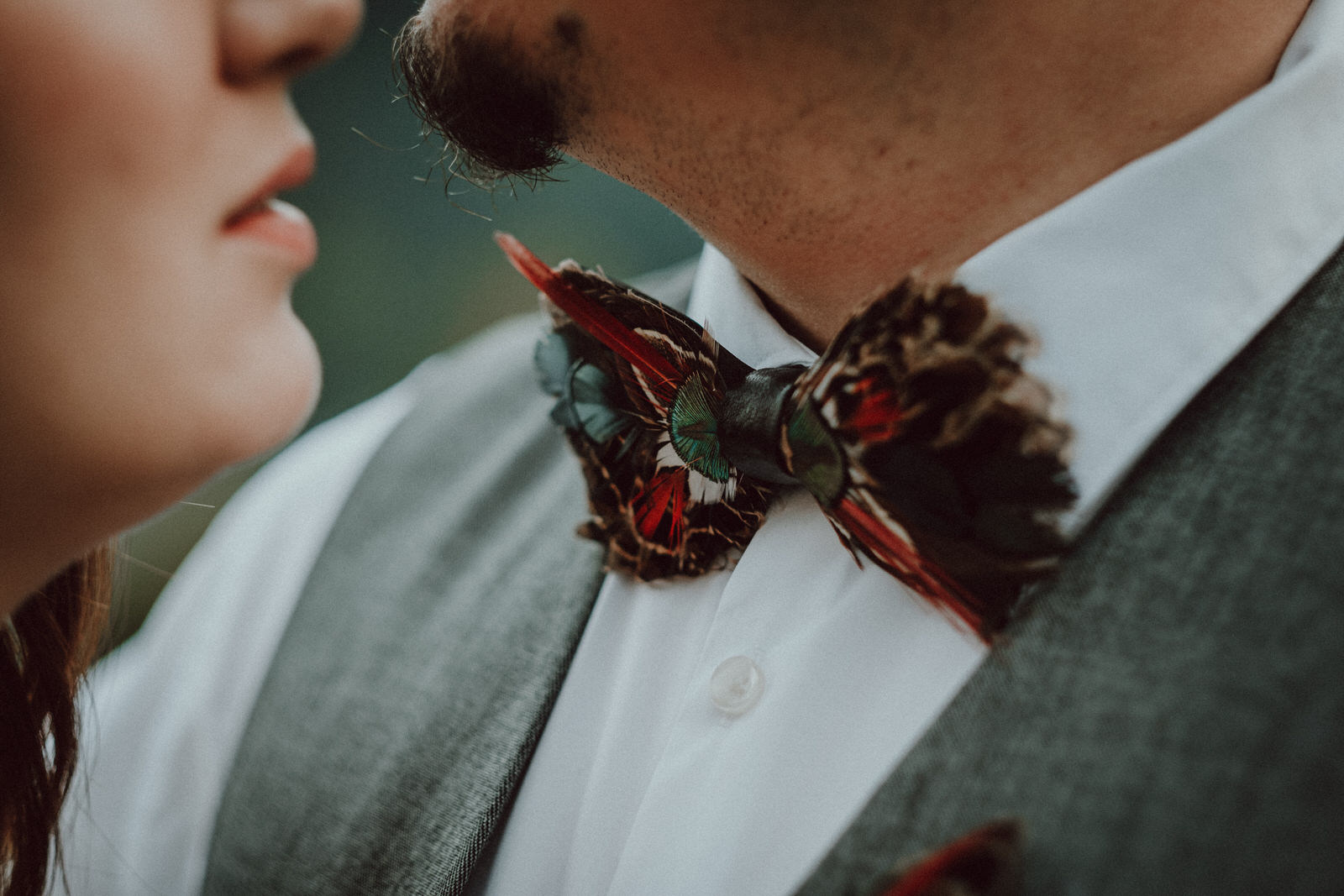 noeuds-papillon-plumes-mariage